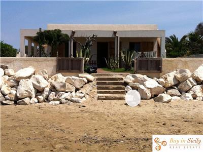 Vendita villa pachino sicilia bellissima villa sul mare for Ascensore casa sulla spiaggia