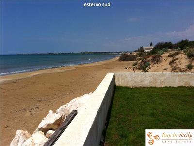 Vendita villa pachino sicilia bellissima villa sul mare for Design di architettura casa sulla spiaggia