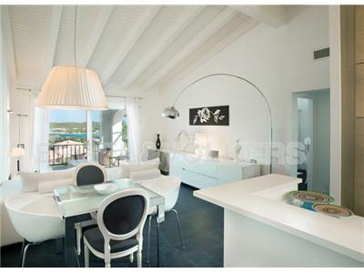 Vendita appartamento arzachena sardegna stile for Case in stile contemporaneo in vendita
