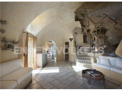 Affitto villa arzachena sardegna architettura smeraldine for Case realizzate da architetti