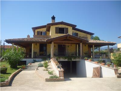 Vendita villa collecorvino abruzzo villa indipendente vicino a pescara vendita villa - Vendita piscine pescara ...