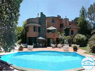 Vendita villa roma lazio vendita prestigiosa villa con piscina nel comprensorio dell 39 olgiata - Villa con piscina roma ...