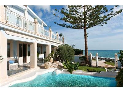 Affitto villa siracusa sicilia villa sul mare in affitto for Ville bianche moderne